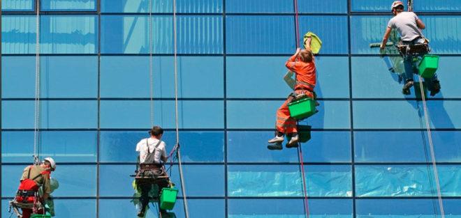 Компания «Rope Worker» оказывает услуги альпинистов для проведения высотных работ