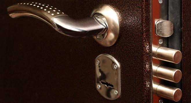 цену замены замка в металлической двери можно узнать на сайте medved-expert.ru