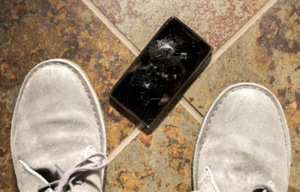 более половины австралийцев повреждали свои смартфоны